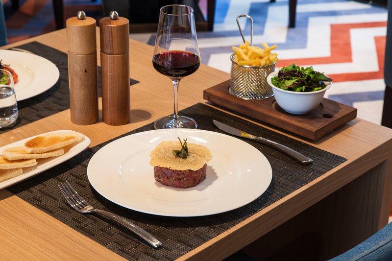 Crowne Plaza Geneva-Fine dining in restaurant Seventy5<br/>Image from Leonardo