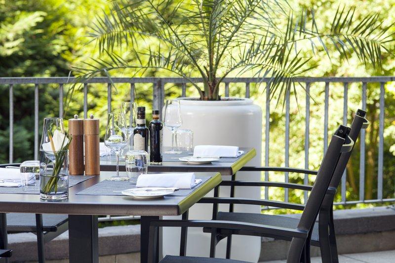 Crowne Plaza Geneva-Restaurant Terrace<br/>Image from Leonardo