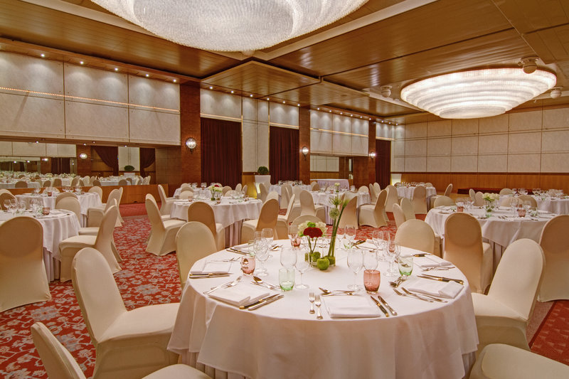 Crowne Plaza Geneva-Ballroom for gala dinners or weddings<br/>Image from Leonardo