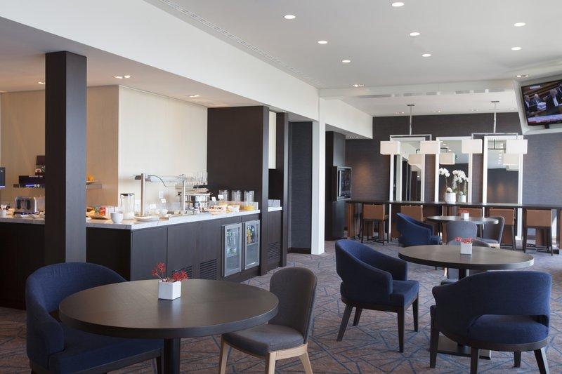 Crowne Plaza Geneva-Club Floor Lounge<br/>Image from Leonardo