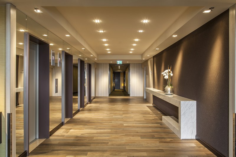 Crowne Plaza Geneva-Elevators<br/>Image from Leonardo