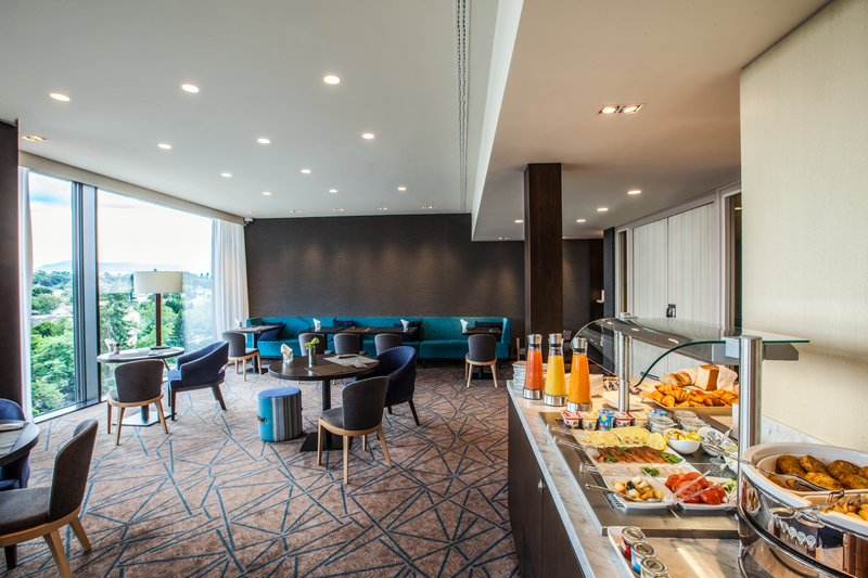 Crowne Plaza Geneva-Club Floor Lounge with delicous breakfast<br/>Image from Leonardo