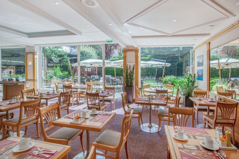 Crowne Plaza Geneva-Café Jardin for delicious buffet breakfast<br/>Image from Leonardo