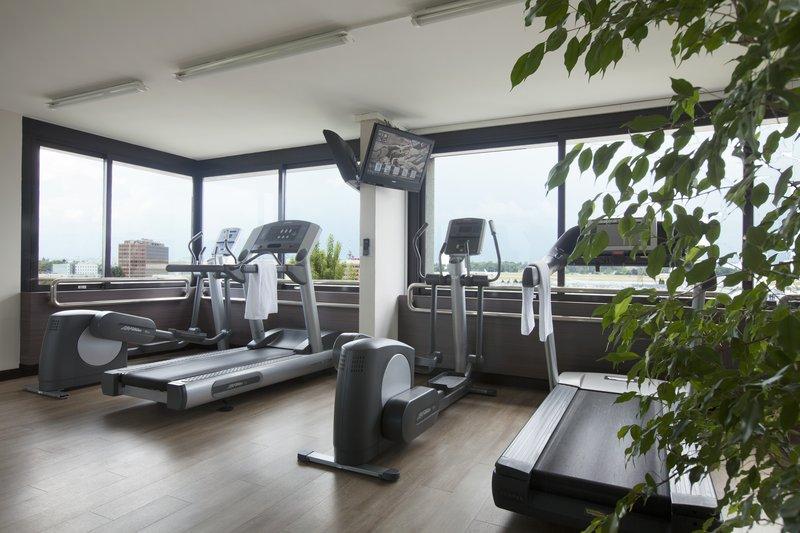Crowne Plaza Geneva-Fitness Centre with cardio machines and a sauna<br/>Image from Leonardo