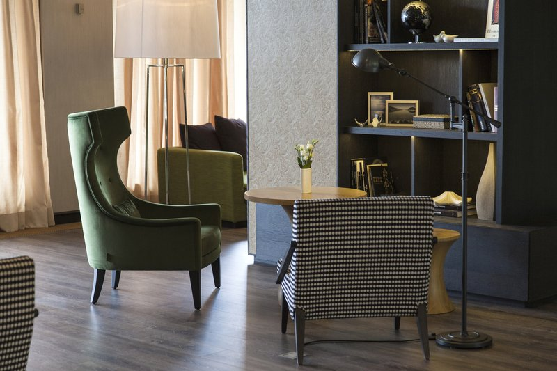 Crowne Plaza Geneva-Lobby Lounge<br/>Image from Leonardo
