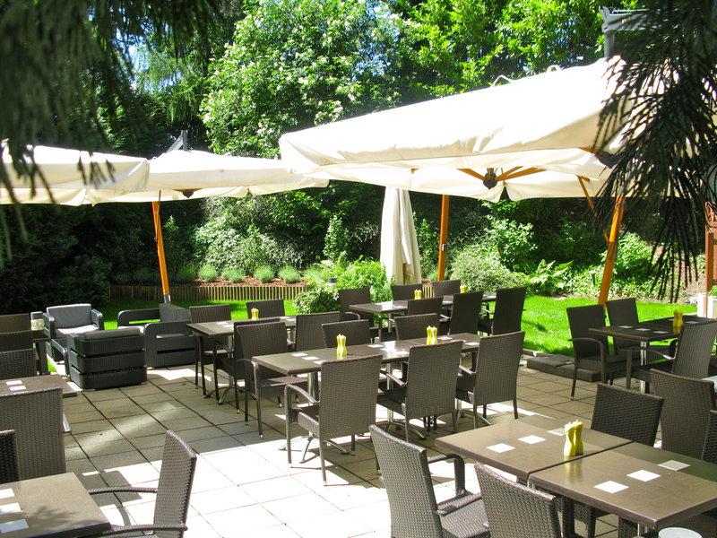 Crowne Plaza Geneva-Terrace of Café Jardin in a green and shady area<br/>Image from Leonardo