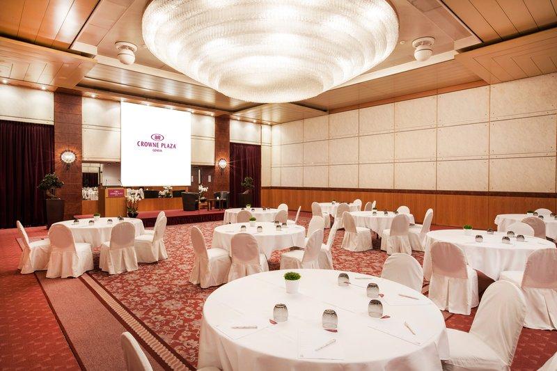 Crowne Plaza Geneva-Meeting room in cabaret style<br/>Image from Leonardo