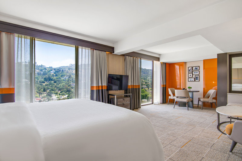 Sheraton Universal Hotel-King Executive Suite<br/>Image from Leonardo
