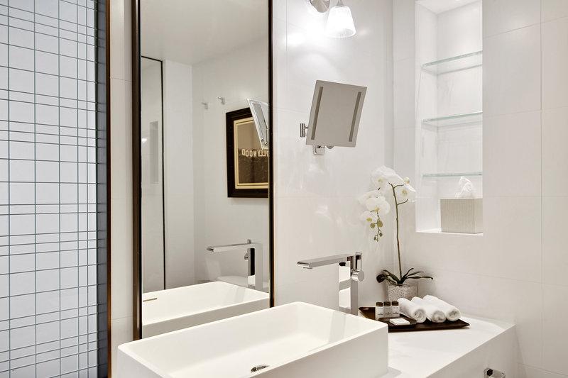 Sheraton Universal Hotel-Double/Double Executive Suite - Bathroom<br/>Image from Leonardo