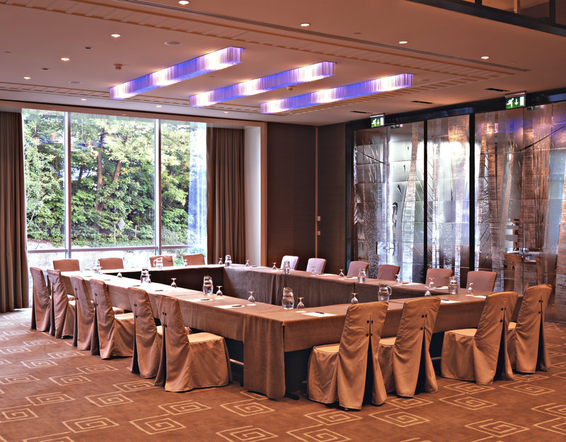 InterContinental Geneve-A Great Place to meet: our Ballroom<br/>Image from Leonardo