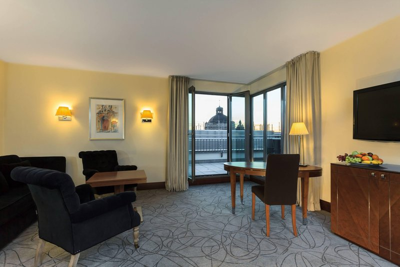 Sheraton Carlton Hotel Nuernberg-Penthouse Suite – Living Room<br/>Image from Leonardo