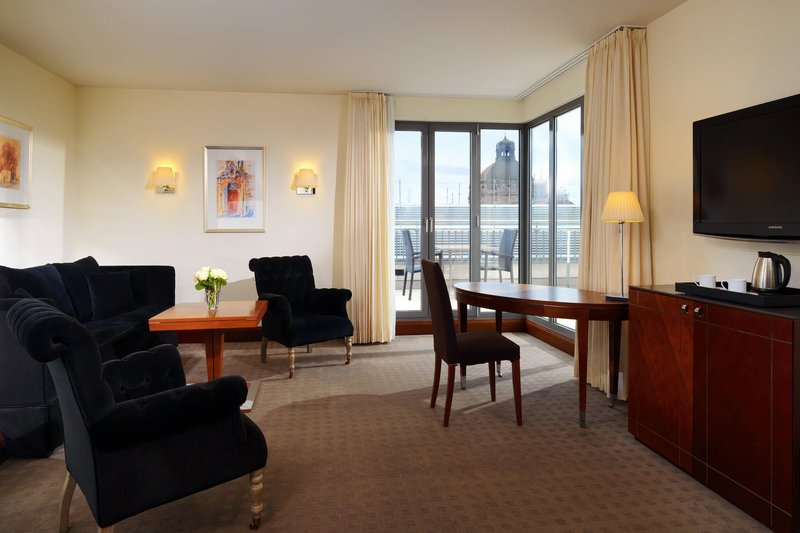 Sheraton Carlton Hotel Nuernberg-Penthouse Suite - Living Room<br/>Image from Leonardo