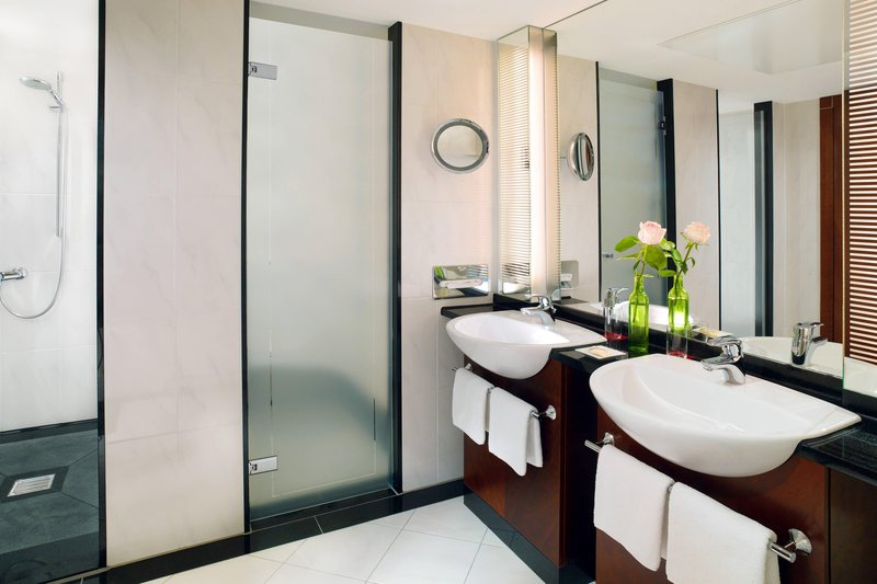 Sheraton Carlton Hotel Nuernberg-Suite - Bathroom<br/>Image from Leonardo