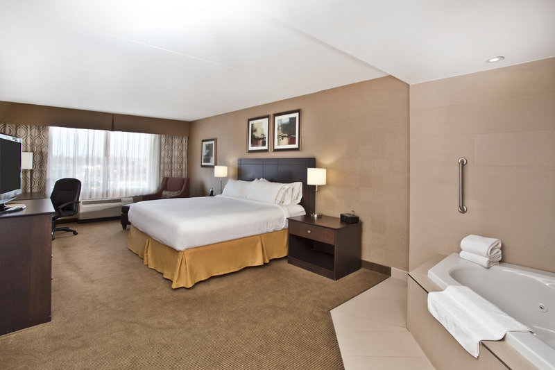 Holiday Inn Express & Suites Kingston-Relax in our King Spa Suite<br/>Image from Leonardo