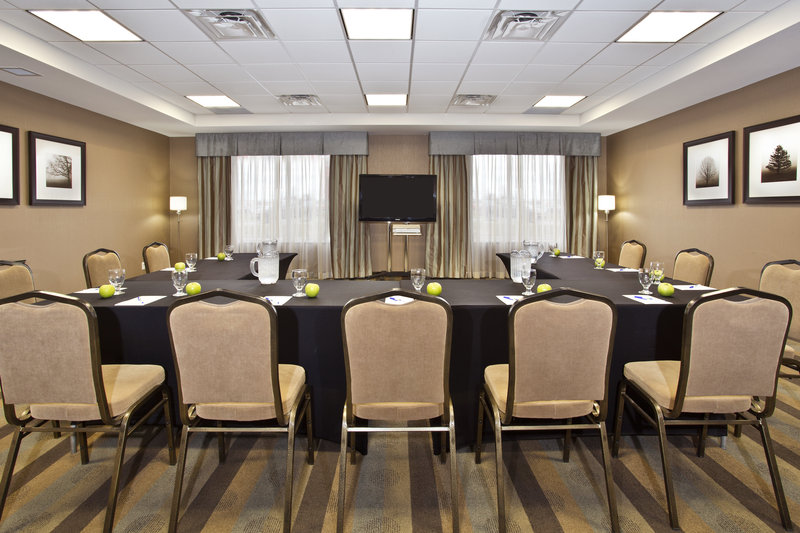 Holiday Inn Express & Suites Kingston-Meeting room set up in a U-shape format for collaboration<br/>Image from Leonardo