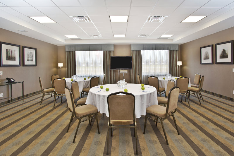 Holiday Inn Express & Suites Kingston-Meeting room in a small banquet format<br/>Image from Leonardo