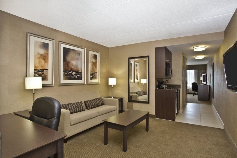Holiday Inn Express & Suites Kingston-King Suite<br/>Image from Leonardo