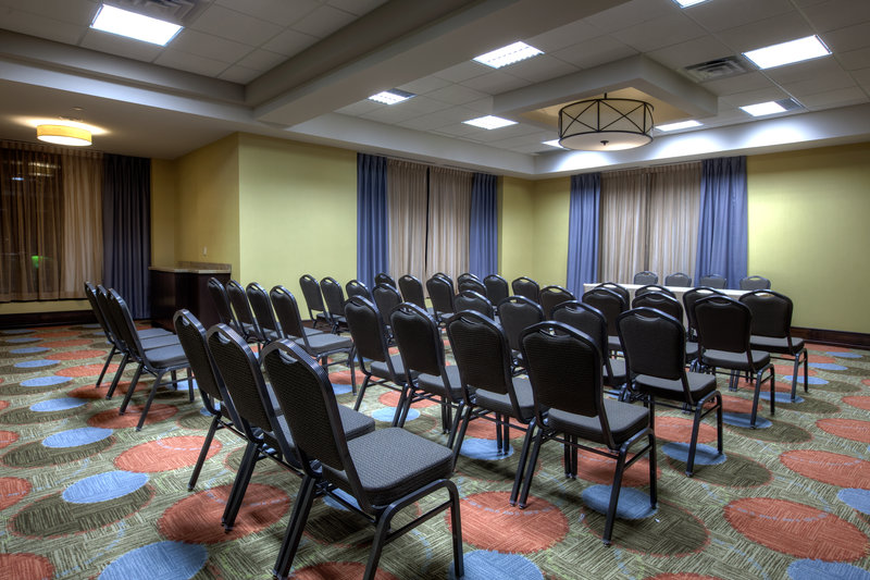 Staybridge Suites Hamilton - Downtown-Alexander Room, 680 Square Feet with Natural Light<br/>Image from Leonardo