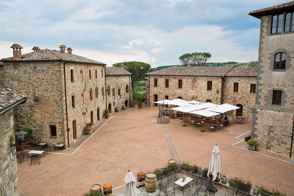 Castel Monastero-Piazza View<br/>Image from Leonardo