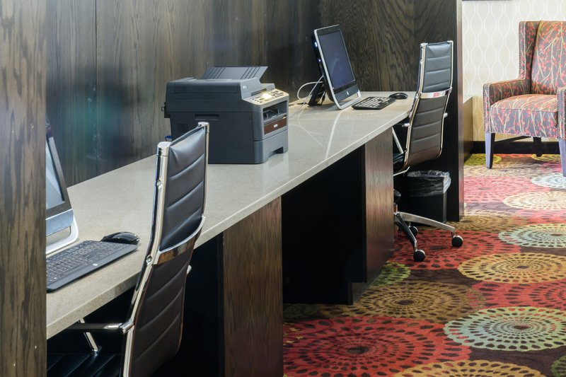 Holiday Inn Big Rapids-Lobby business center<br/>Image from Leonardo