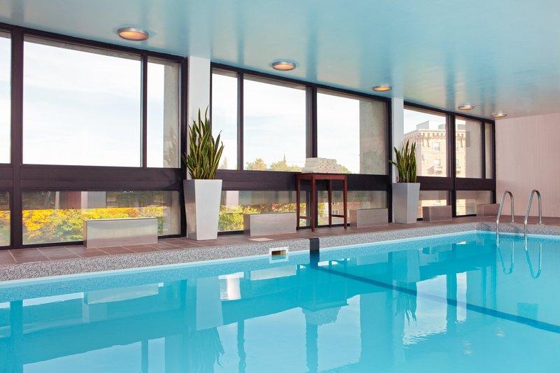 Crowne Plaza Boston - Newton-Swimming Pool<br/>Image from Leonardo