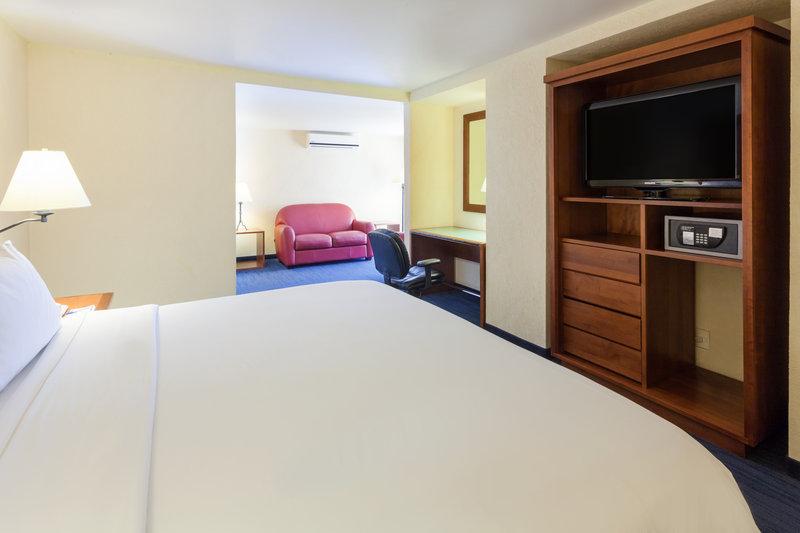 Holiday Inn Express Oaxaca-Centro Historico-Convenient King Nonsmoking Junior Suite<br/>Image from Leonardo