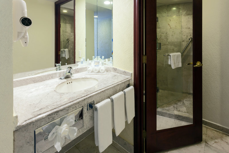 Holiday Inn Express Oaxaca-Centro Historico-Modern Guest Bath<br/>Image from Leonardo
