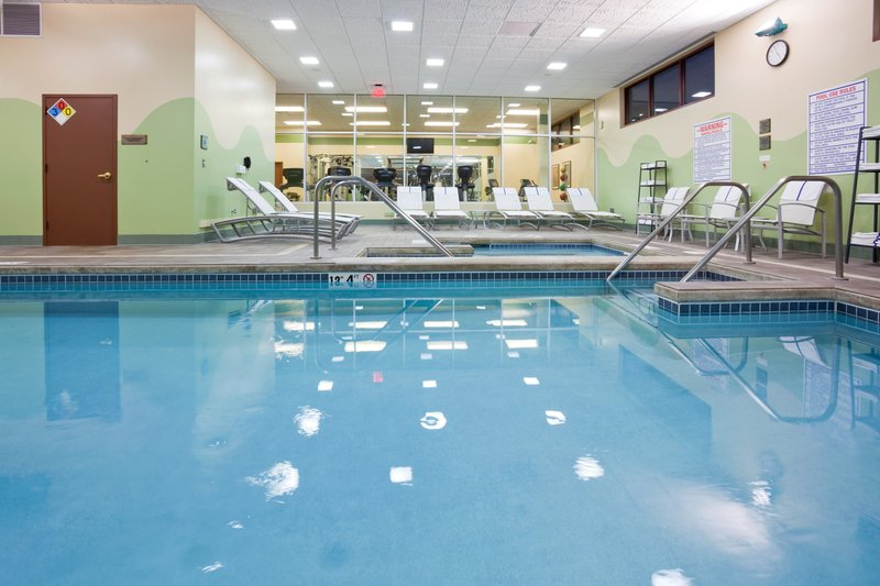 Crowne Plaza Milwaukee West-Swimming Pool<br/>Image from Leonardo