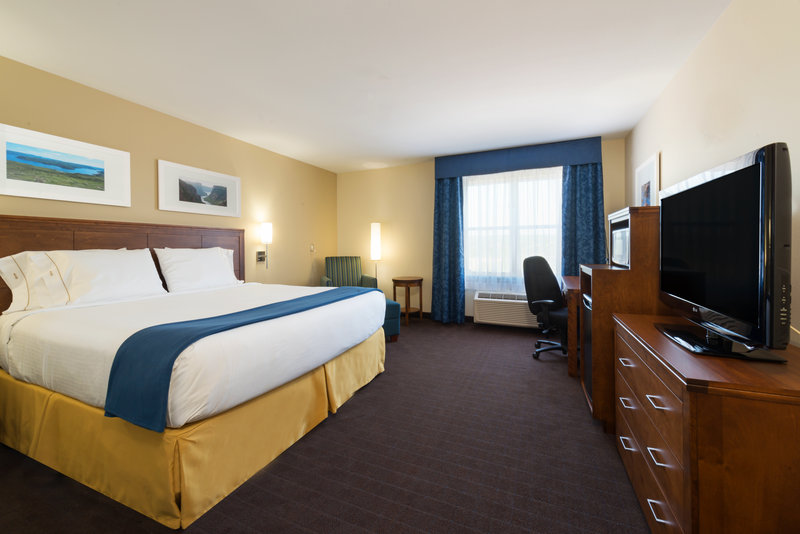 Holiday Inn Express Deer Lake-King Bed Wheelchair Accessible Guest Room<br/>Image from Leonardo
