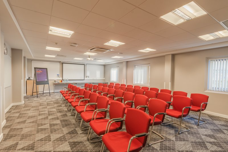 Holiday Inn Express Kettering-Rockingham Suite Theatre Style<br/>Image from Leonardo