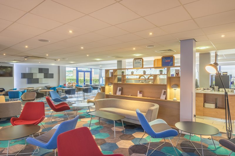 Holiday Inn Express Kettering-Our Newly Refurbished Comfy Great Room Area!<br/>Image from Leonardo