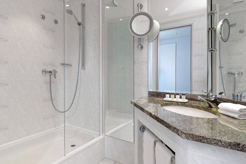 Sheraton Offenbach-Guest Bathroom<br/>Image from Leonardo