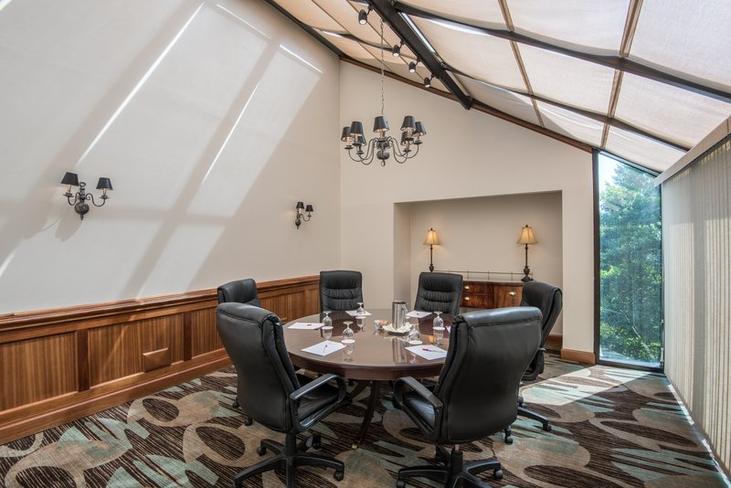 Crowne Plaza Knoxville Downtown University-Executive Boardroom 2 is perfect for small group meetings.<br/>Image from Leonardo