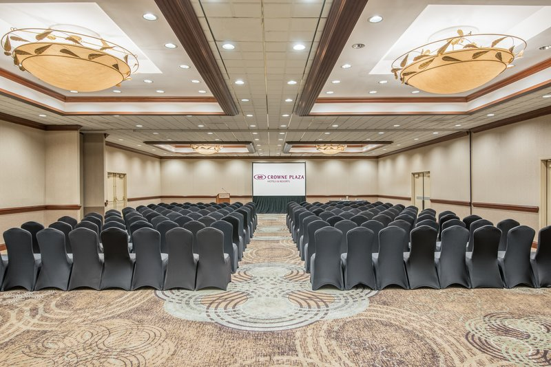 Crowne Plaza Knoxville Downtown University-The Grand Ballroom can accommodate up to 1,200 people.<br/>Image from Leonardo