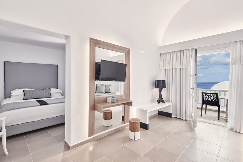 Aressana Spa Hotel & Suites-Jacuzzi Sea View Suite<br/>Image from Leonardo