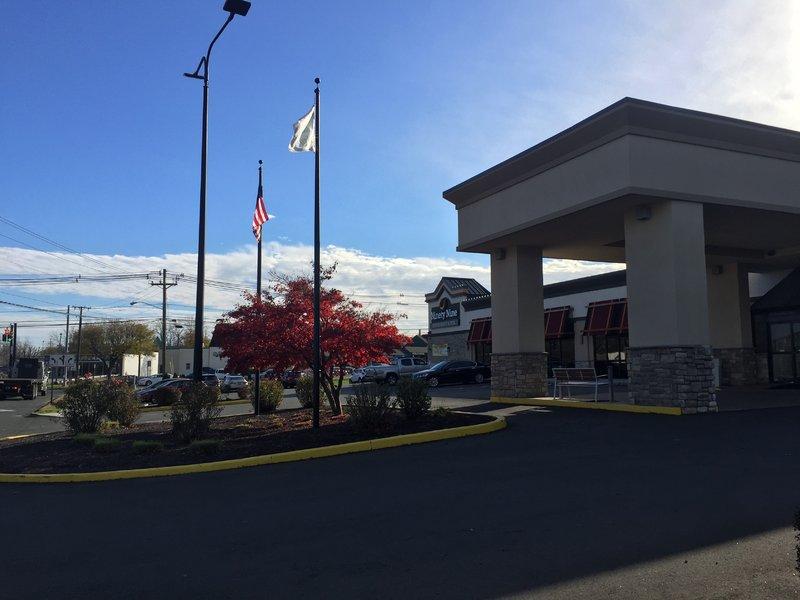 Holiday Inn Danbury-Bethel at Interstate 84-Scenery / Landscape<br/>Image from Leonardo