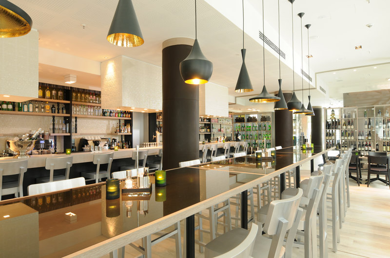 Hotel Indigo Berlin Centre Alexanderplatz-Relax and unwind with a cocktail in our White 5 Bar and Lounge<br/>Image from Leonardo