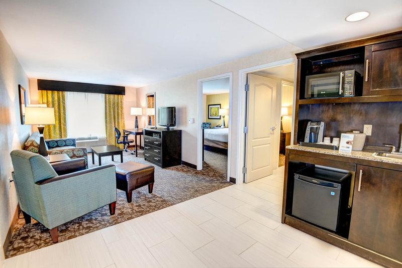 Holiday Inn Express Neptune-King Bed Suite Living Room<br/>Image from Leonardo