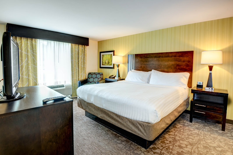 Holiday Inn Express Neptune-King Suite Bedroom<br/>Image from Leonardo