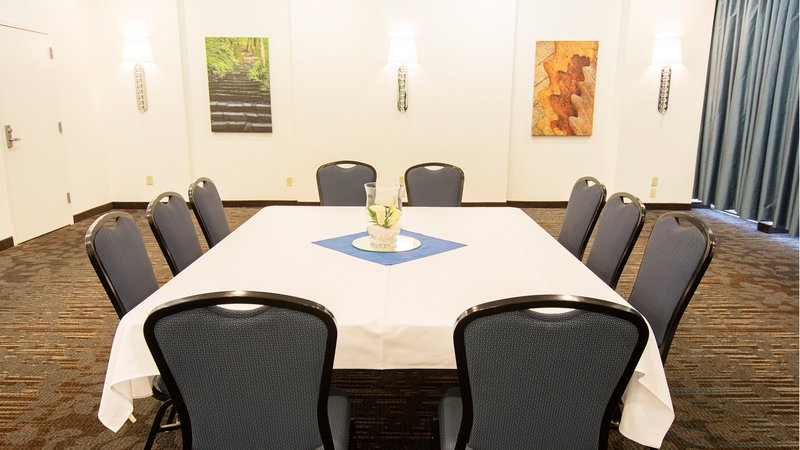 Holiday Inn Elmira - Riverview-One of Elmira's many meeting rooms<br/>Image from Leonardo