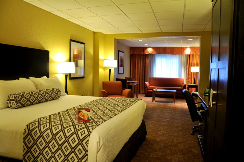 Crowne Plaza Little Rock-Executive Suite<br/>Image from Leonardo