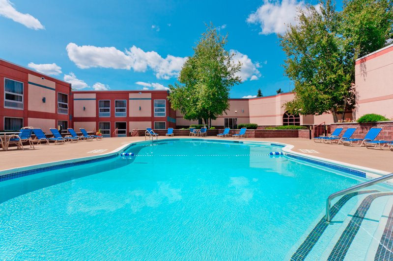 Holiday Inn Utica-Swimming Pool<br/>Image from Leonardo