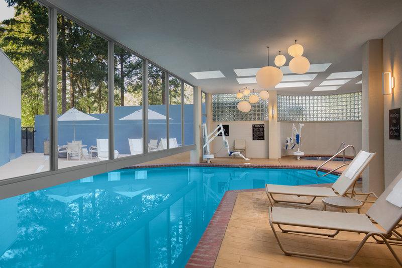 Crowne Plaza Portland - Lake Oswego-Indoor/Outdoor Pool & Spa<br/>Image from Leonardo