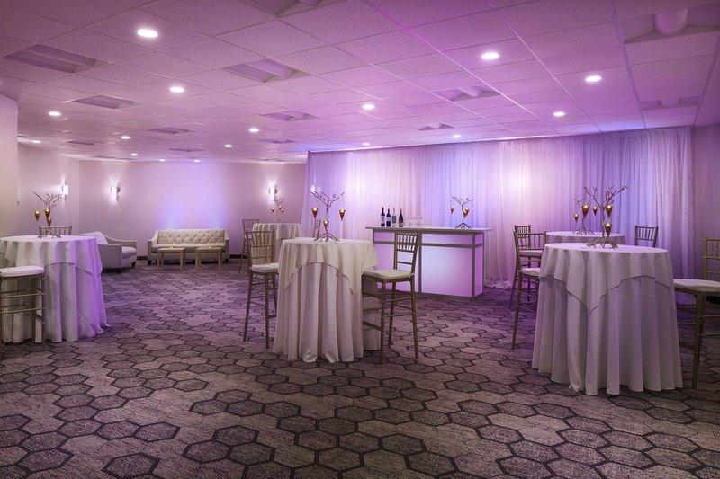 Crowne Plaza Portland - Lake Oswego-Willamette Room Reception Setup <br/>Image from Leonardo
