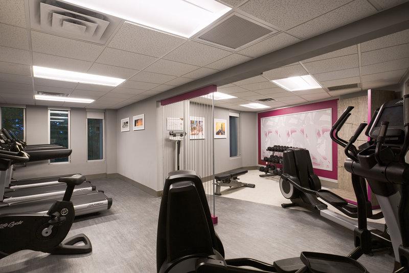 Crowne Plaza Portland - Lake Oswego-Fitness Center including Treadmills, Elliptical and Dumbbells<br/>Image from Leonardo