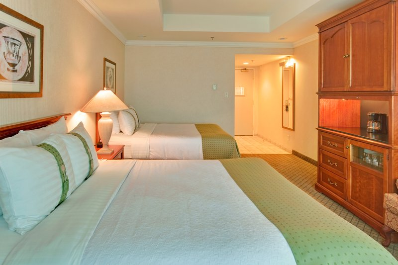 Holiday Inn Hotel & Suites Oakville @ Bronte-Two Queen Bed Deluxe Guestroom<br/>Image from Leonardo
