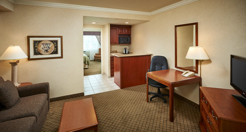 Holiday Inn Hotel & Suites Oakville @ Bronte-Deluxe One Bedroom Suite with Separate Living Area<br/>Image from Leonardo
