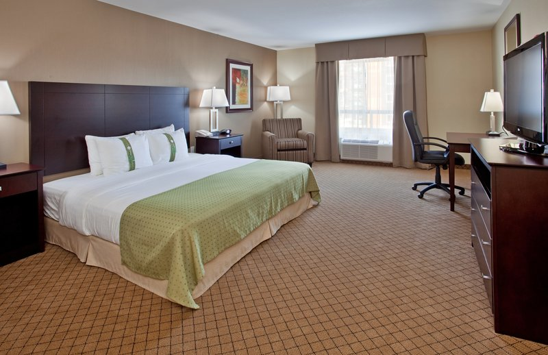 Holiday Inn Hotel & Suites Kamloops-Work Desk and Free WiFi in all Guestrooms<br/>Image from Leonardo