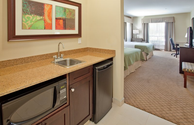 Holiday Inn Hotel & Suites Kamloops-Two Queen Bed Room With Wet Bar, Mini Fridge and Microwave<br/>Image from Leonardo