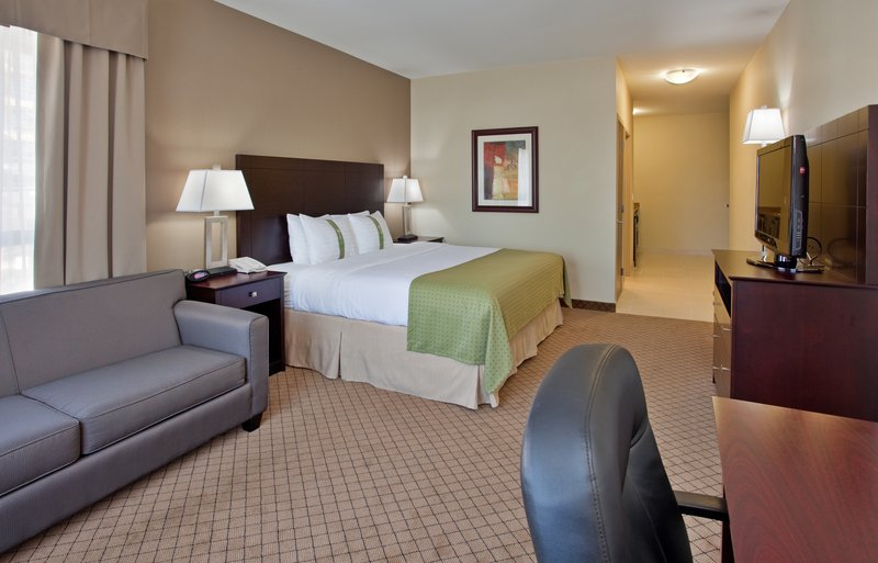 Holiday Inn Hotel & Suites Kamloops-1 King Bed Room with Sofa Bed, Wet Bar, Mini Fridge & Microwave<br/>Image from Leonardo